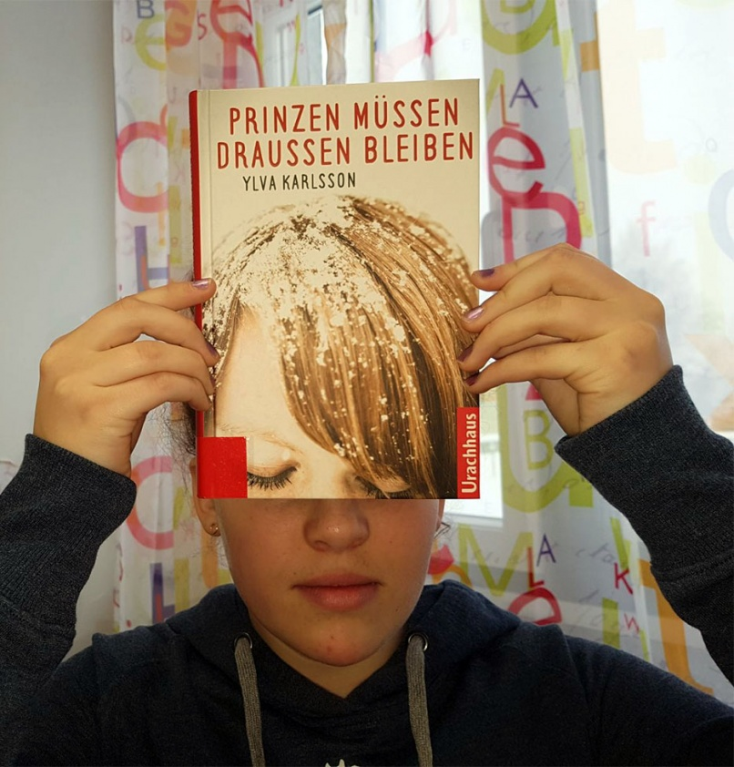"Buchgesichter – ""Bookfaces"""
